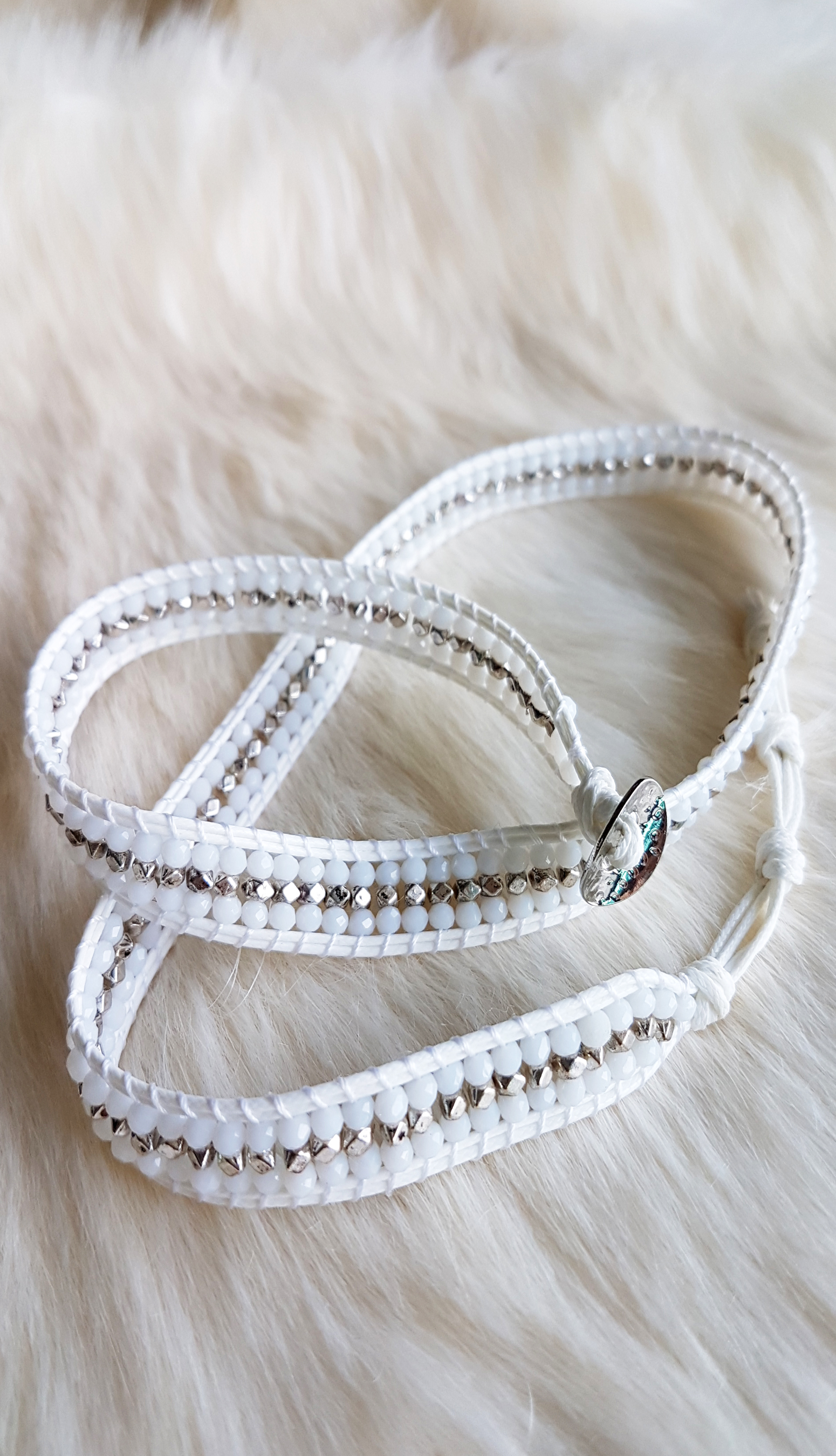 necklace-with-white-and-metallic-beads_2