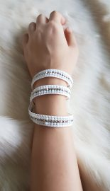 necklace-with-white-and-metallic-beads_3