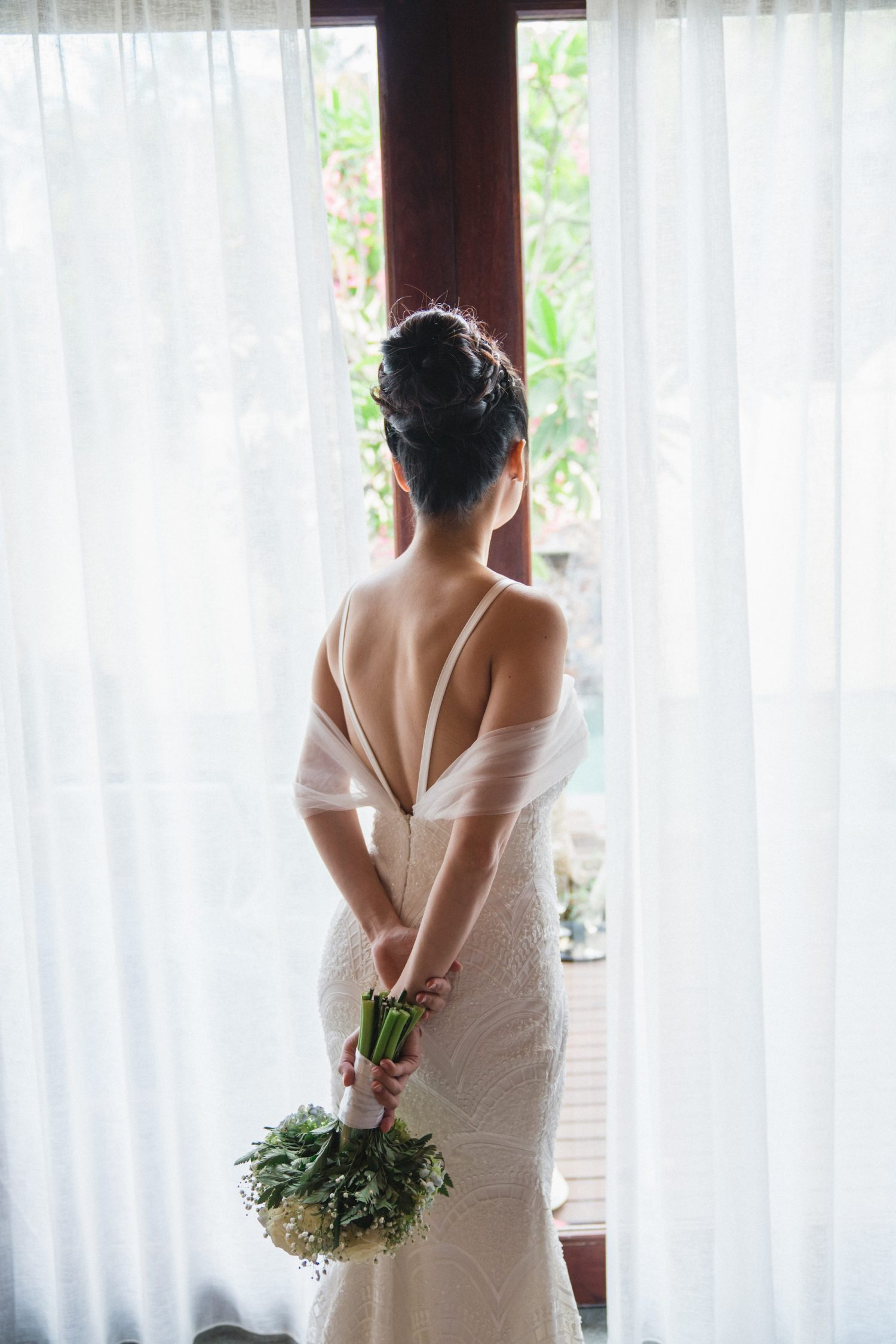 Custom wedding dresses designed in Singapore | LIILOODESIGNS
